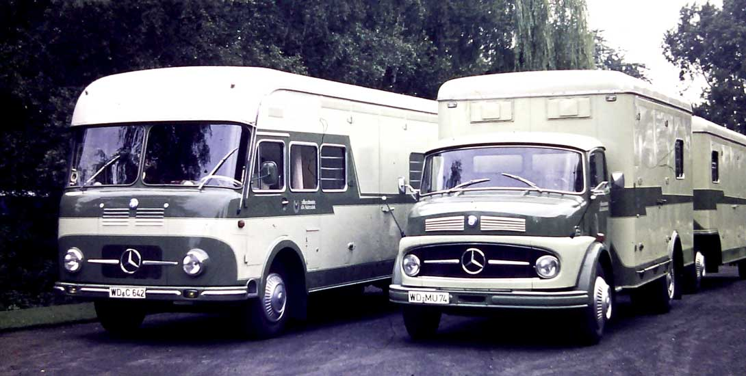Historical horse transporters from 1964 (original photo)