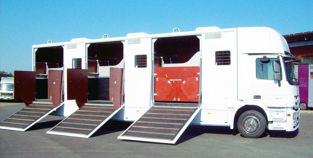 Pferdetransporter für 9 Pferde + Sattelkammer