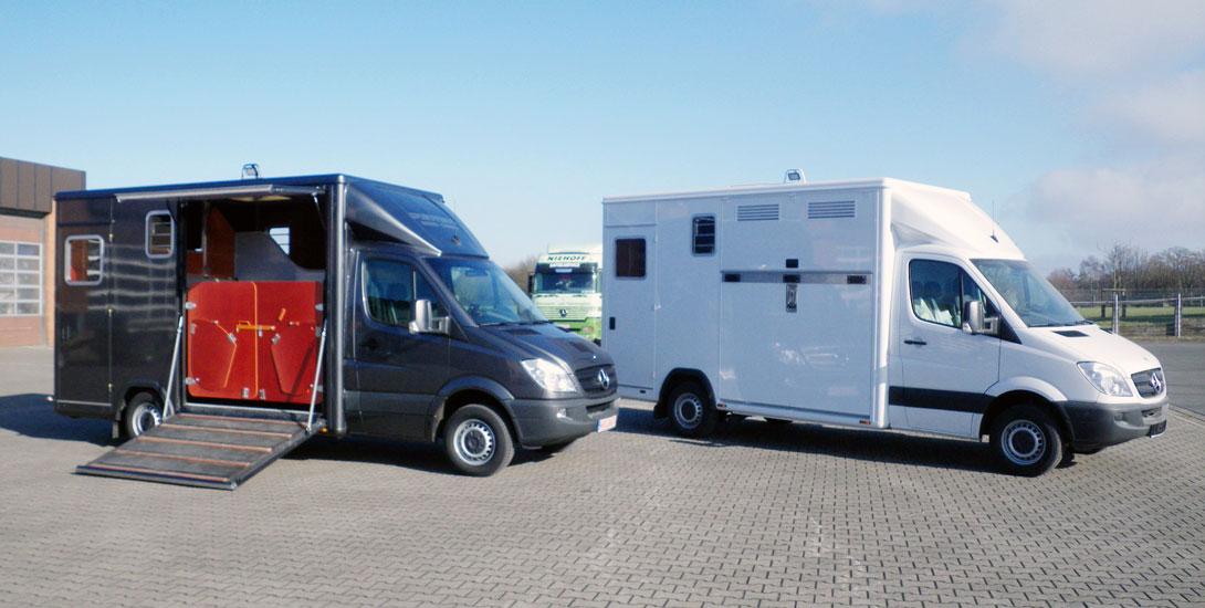 Sprinter for 2 horses + saddle chamber