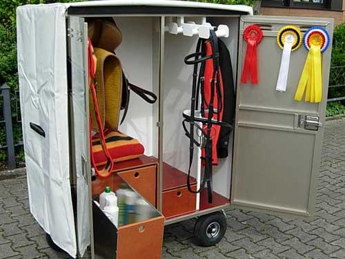 Mobiler Sattelschrank mit Schutzhaube